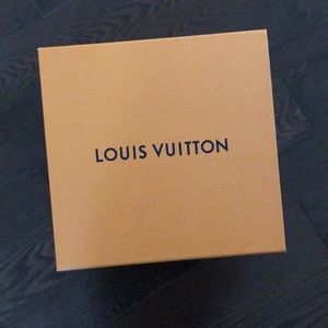 Empty Box no ribbon - Louis Vuitton gift box